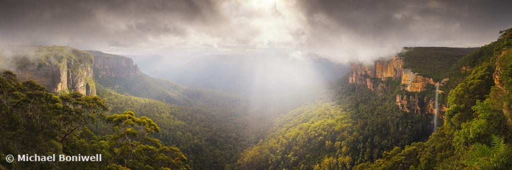 Govetts Leap Awakens, Blue Mountains, New South Wales, Australia