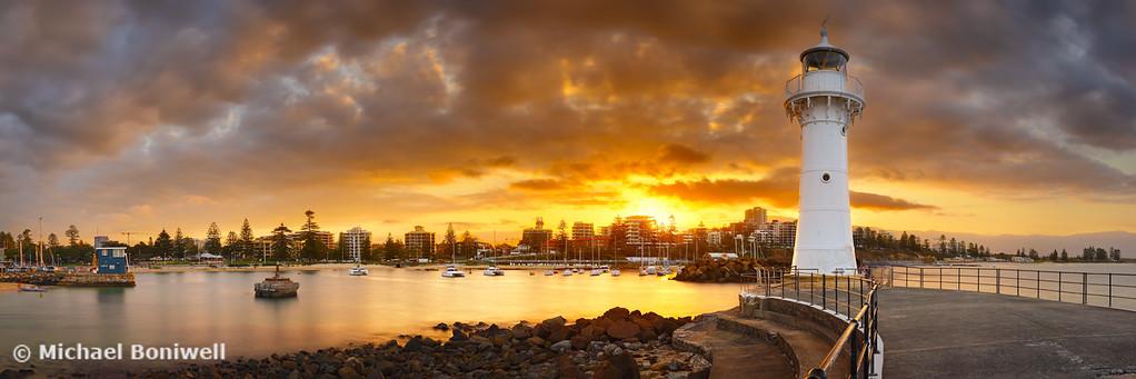 Wollongong Breakwater Lighthouse, New South Wales, Australia