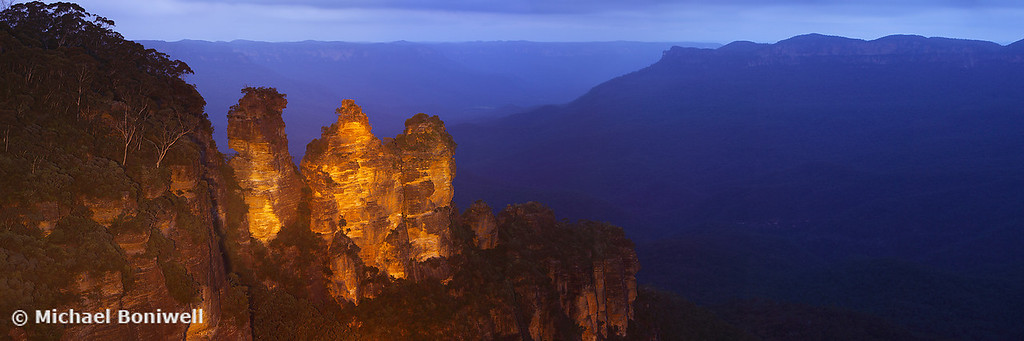 Three Sisters Dusk, Blue Mountains, New South Wales, Australia